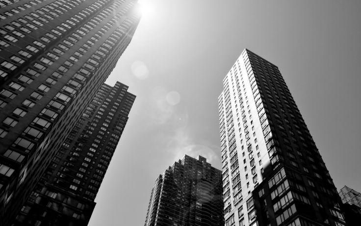 Edificios blanco y negro